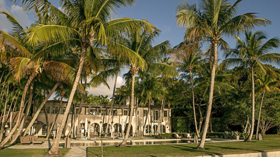 Phil Collins' Miami Beach Mansion is So Classy!